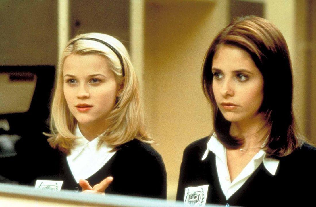 Unerwarteterweise hat die unschuldige Annette (Reese Witherspoon, l.) für Kathryn (Sarah Michelle Gellar, r.) noch eine große Überraschung in pet... - Bildquelle: Kinowelt Filmverleih GmbH 1998
