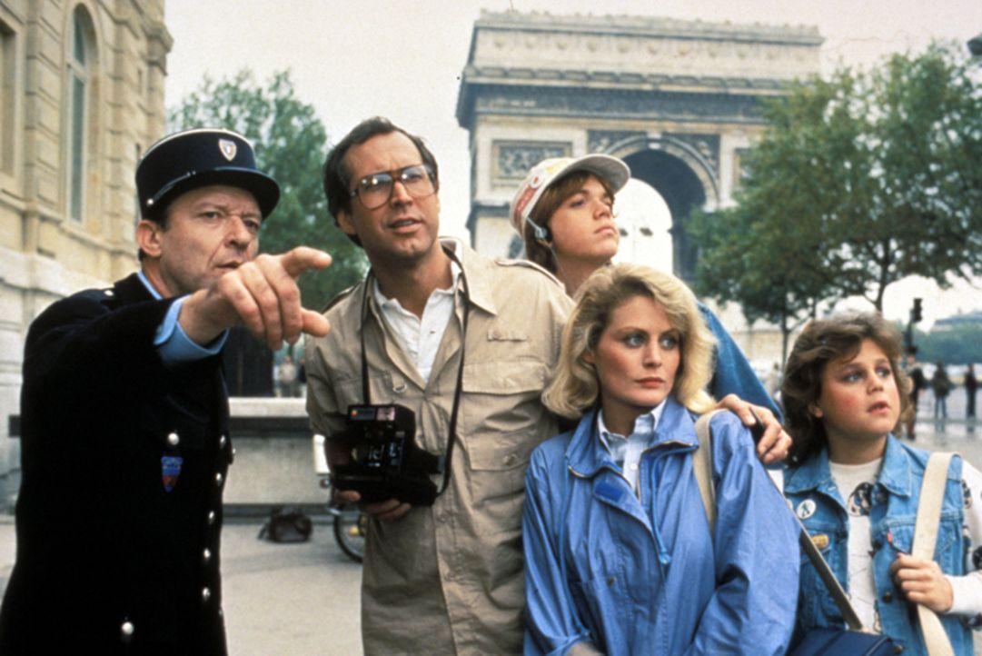 (v.l.n.r.) Polizist (Salvatore Billa); Clark (Chevy Chase); Rusty (Jason Lively); Ellen (Beverly D'Angelo); Audrey (Dana Hill) - Bildquelle: Warner Bros.
