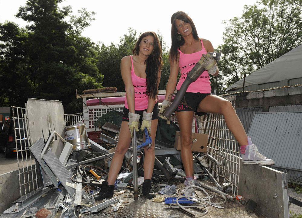 Glitzer, Glamour, Luxusmädels - das könnte man meinen, wenn man Monika (27) und Desiree (28) das erste Mal sieht. Doch der Schein trügt, denn die... - Bildquelle: kabel eins