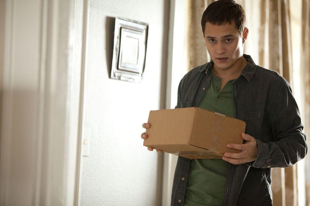 Eigentlich ist Jason (Rafi Gavron) ein normaler 19-jähriger, der bei seiner Mutter lebt. Doch eines Tages lässt sich der naive junge Mann dazu überr... - Bildquelle: TOBIS FILM