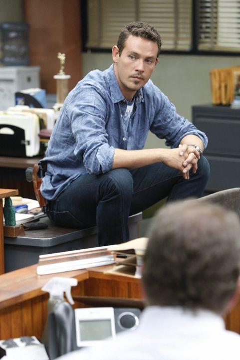 Detective Nate Moretta (Kevin Alejandro) und seine Kollegen sind hinter dem berüchtigten Drogendealer Trinny her ... - Bildquelle: Warner Brothers