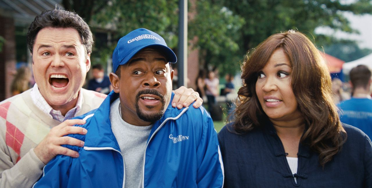 Natürlich ist James (Martin Lawrence, M.) nicht davon überzeugt, dass seine geliebte älteste Tochter bei Michelle (Kym Whitley, r.) und Doug (Donny... - Bildquelle: Walt Disney Pictures.  All rights reserved