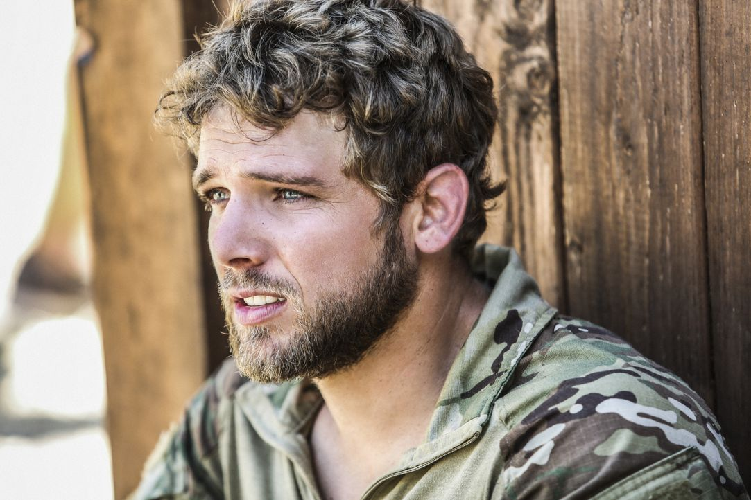 Kann sich der neue Navy SEAL Clay Spenser (Max Thieriot) im Team von Jason Hayes beweisen? - Bildquelle: Erik Voake Erik Voake/CBS   2017 CBS Broadcasting, Inc. All Rights Reserved. / Erik Voake
