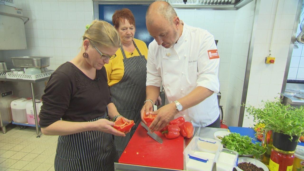 Begibt sich auf eine neue Mission in die Küchen von Kantinen: Frank Rosin (r.) ... - Bildquelle: kabel eins