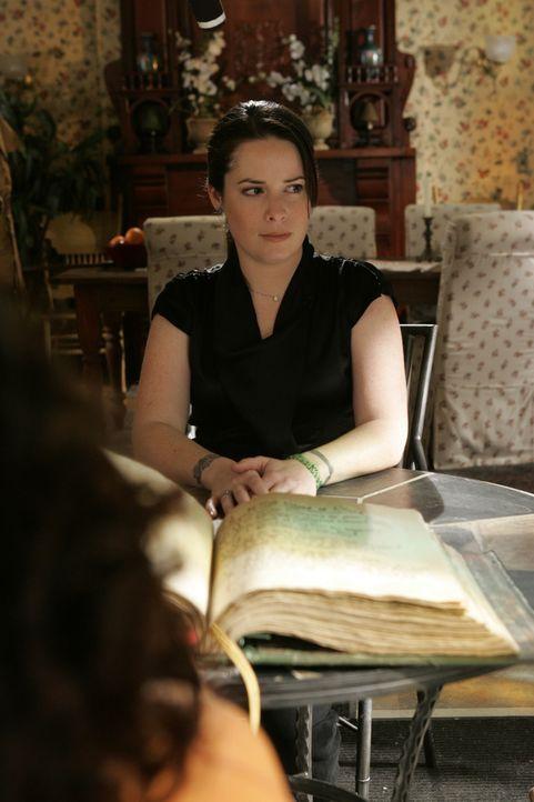 Der Ex-Dämon Drake bewirbt sich in der Zauberschule um den Job als Lehrer für Literatur. Piper (Holly Marie Combs) ist darüber entsetzt ... - Bildquelle: Paramount Pictures