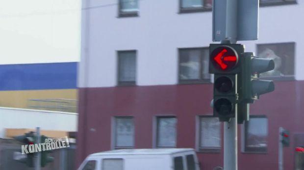 Achtung Kontrolle - Achtung Kontrolle! - Thema U.a.: Unfalldienst Bremerhaven Erwischt Rotlichtsünder