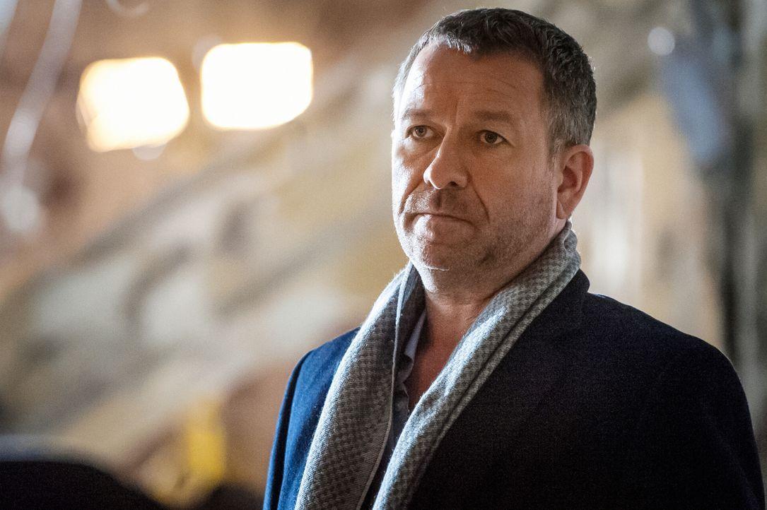 Kennt Sherlock Holmes aus alten Zeiten: Gareth Lestrade (Sean Pertwee) ... - Bildquelle: CBS Television