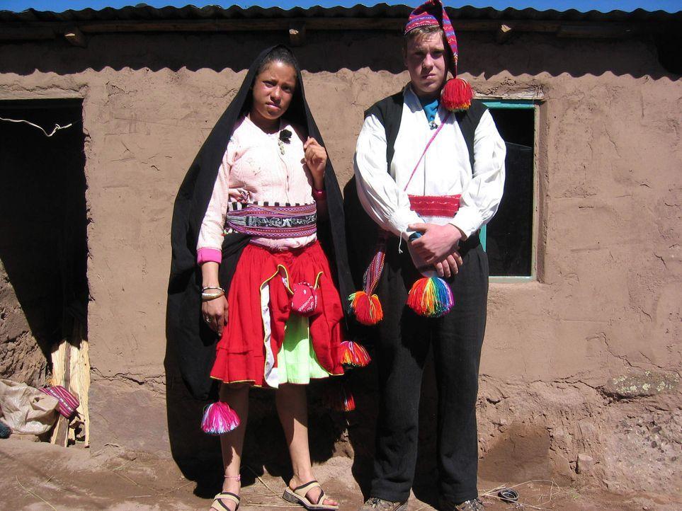 """Die Eltern von Antonia (l.) und Max (r.) wissen einfach nicht mehr weiter und deshalb schicken sie ihre Kinder zu den """"strengsten Eltern der Welt"""" ... - Bildquelle: kabel eins"""
