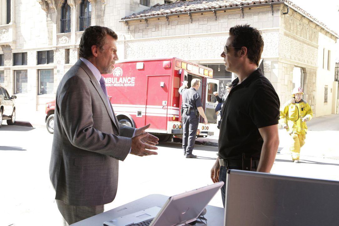 Bei einem Treffen der GEO, einer Organisation, die sich die Verbesserung der Welt auf die Fahnen geschrieben  hat, geht eine Bombe hoch. Als das Geb... - Bildquelle: Paramount Network Television