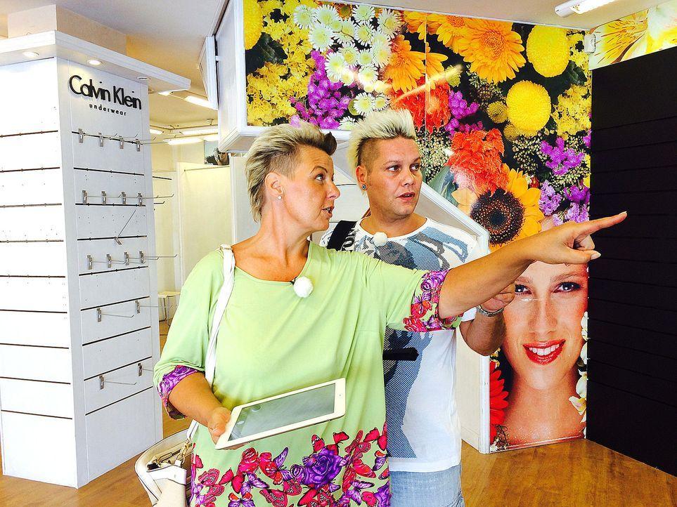 In ihrem Friseursalon, den Andrea Goebel (l.) vor zehn Jahren am Ballermann eröffnete und den sie gemeinsam mit ihrem zweiten Geschäftsführer Dennis... - Bildquelle: kabel eins
