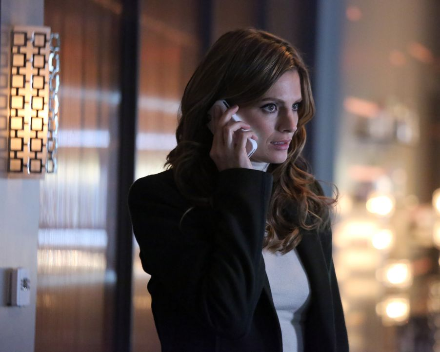 Kate (Stana Katic) erhält interessante Informationen zum aktuellen Fall ... - Bildquelle: 2013 American Broadcasting Companies, Inc. All rights reserved.