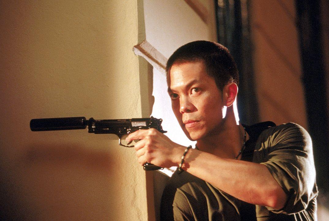 Steht seinem Freund im Kampf gegen die Terroristen bei: Sunti (Byron Mann) ... - Bildquelle: MGM Home Entertainment