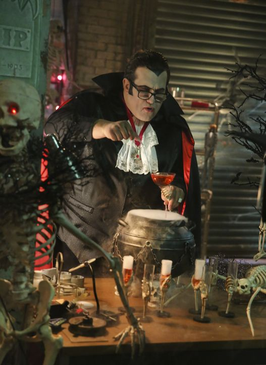 Ihr neuster Auftrag gefällt Slyvester (Ari Stidham) ganz und gar nicht - vor allem, weil er eigentlich viel lieber Halloween feiern würde ... - Bildquelle: Michael Yarish 2016 CBS Broadcasting, Inc. All Rights Reserved.
