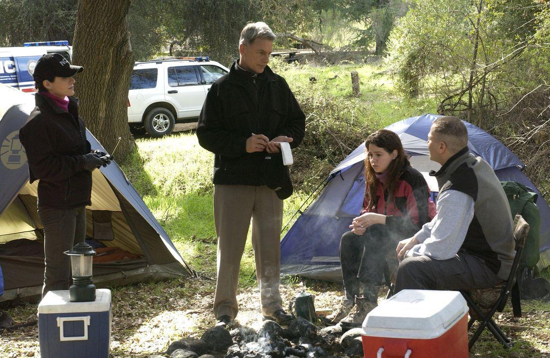 In ihrem neuen Fall hegen Gibbs (Mark Harmon, 2.v.l.) und Kate (Sasha Alexander, l.) die Befürchtung, das es kein Unfall, sondern Mord war. Judy Moo... - Bildquelle: CBS Television
