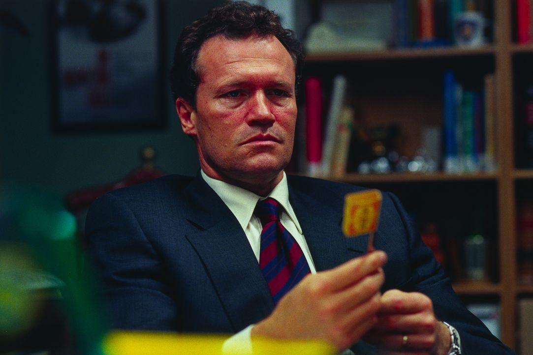 Captain Howard Cheney (Michael Rooker) verliert durch einen Unfall seinen besten Mann: Lincoln Rhyme. Der Experte derSpurensicherung ist nun quersch... - Bildquelle: Universal Studios International B. V.