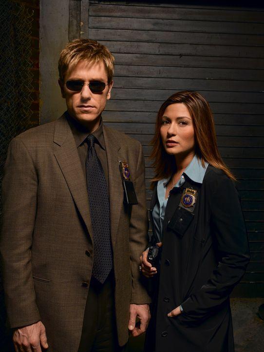 (1. Staffel) - Jim Dunbar (Ron Eldard, l.) kehrt ein Jahr nach seiner Erblindung zurück zu seinem Job. Seine neue Partnerin, Karen Bettencourt (Mar... - Bildquelle: TM &   2006 CBS Studios Inc. All Rights Reserved.