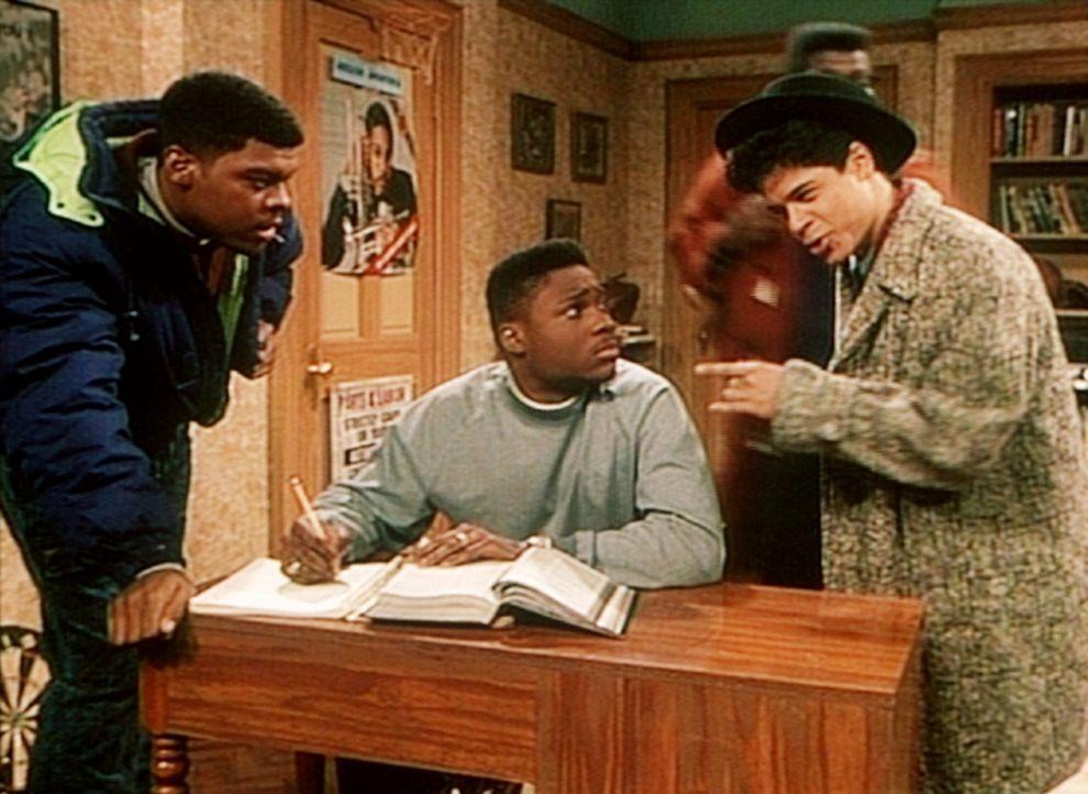 Lou (Alex Ruiz, r.) und Denny (Troy Winbush, l.) raten Theo (Malcolm-Jamal Warner, M.) zu einem gewissen Dr. Lotus zu gehen, der angeblich unliebsam... - Bildquelle: Viacom