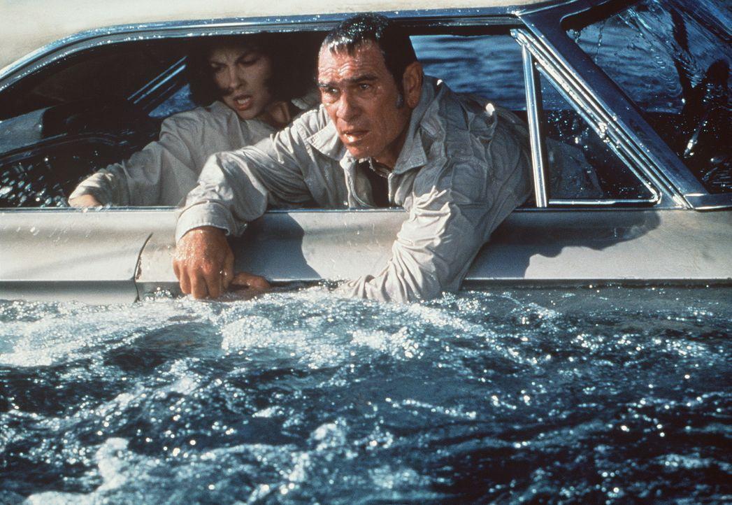 Auf der Suche nach der Wahrheit geraten die verzweifelte Libby (Ashley Judd, l.) und ihr Bewährungshelfer Travis Lehman (Tommy Lee Jones, r.) in ein... - Bildquelle: Paramount Pictures