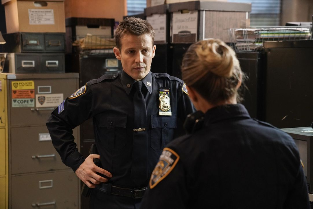 Jamie Reagan (Will Estes, l.); Eddie Janko (Vanessa Ray, r.) - Bildquelle: Patrick Harbron 2018 CBS Broadcasting, Inc. All Rights Reserved.