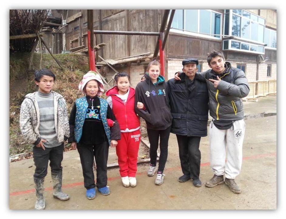 In China sollen Chantal (3.v.r.) und Daniel (r.) lernen, was Respekt, Disziplin und Arbeit ist ... - Bildquelle: SAT.1