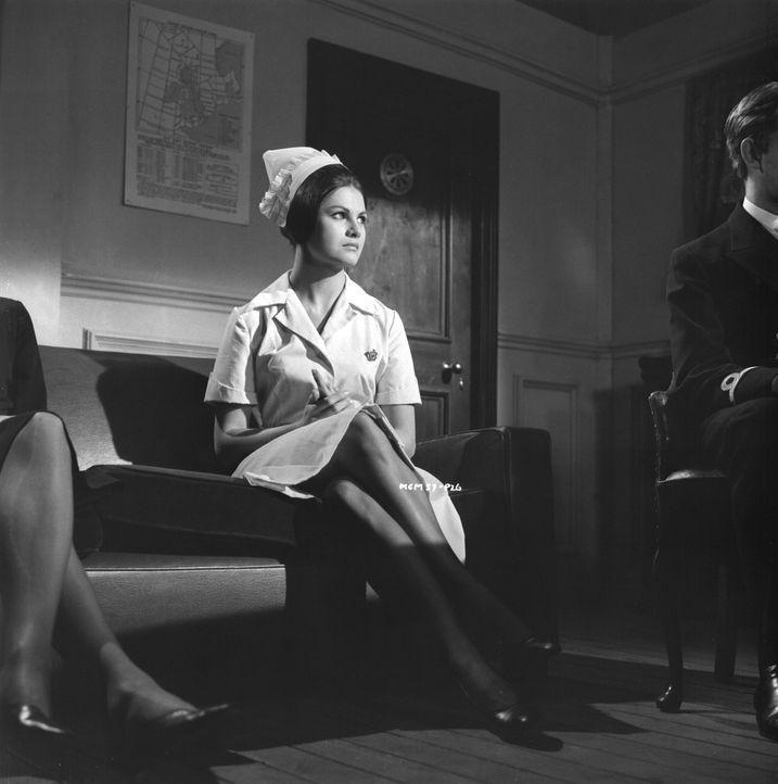 Miss Marple findet schnell heraus, dass das Opfer vergiftet wurde. Kann Krankenschwester Shirley Boston (Norma Foster) bei der Aufklärung des Mordfa... - Bildquelle: Warner Brothers