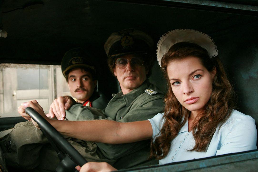 Noch weiß Maria (Yvonne Catterfeld, r.) nicht, dass Atze (Atze Schröder, M.) und Samuel (Oliver K. Wnuk, l.) auf ihr Talent als Schauspielerin setze...