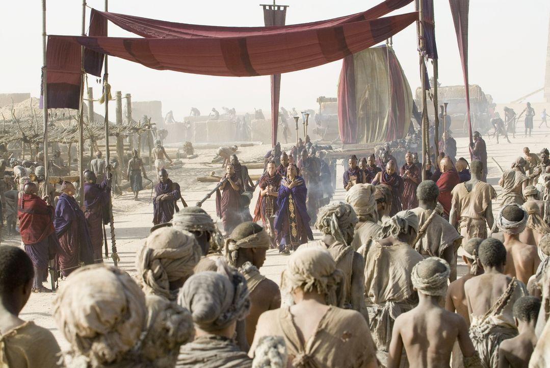 Während D'Leh auf der Jagd ist, fallen brutale Krieger in sein Dorf ein und entführen seine Angebetete. Mit einer kleinen Gruppe von Jägern nimmt... - Bildquelle: Warner Brothers
