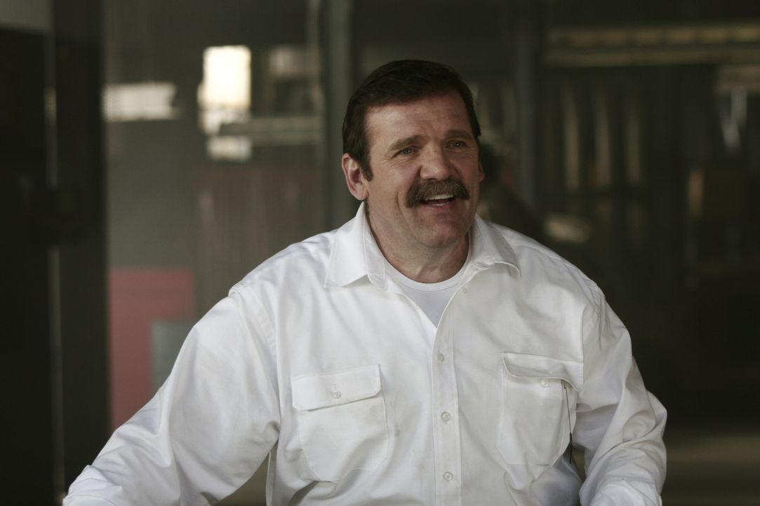 Weiß Tim Peterson (Mik Scriba) mehr als er zugibt? - Bildquelle: Warner Bros. Entertainment Inc.