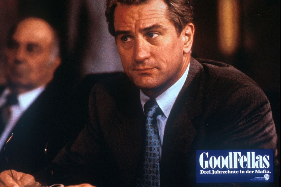 Der joviale Nobelgangster Jimmy 'The Gent' Conway (Robert De Niro, r.) muss sich vor Gericht verantworten ... - Bildquelle: Warner Bros.