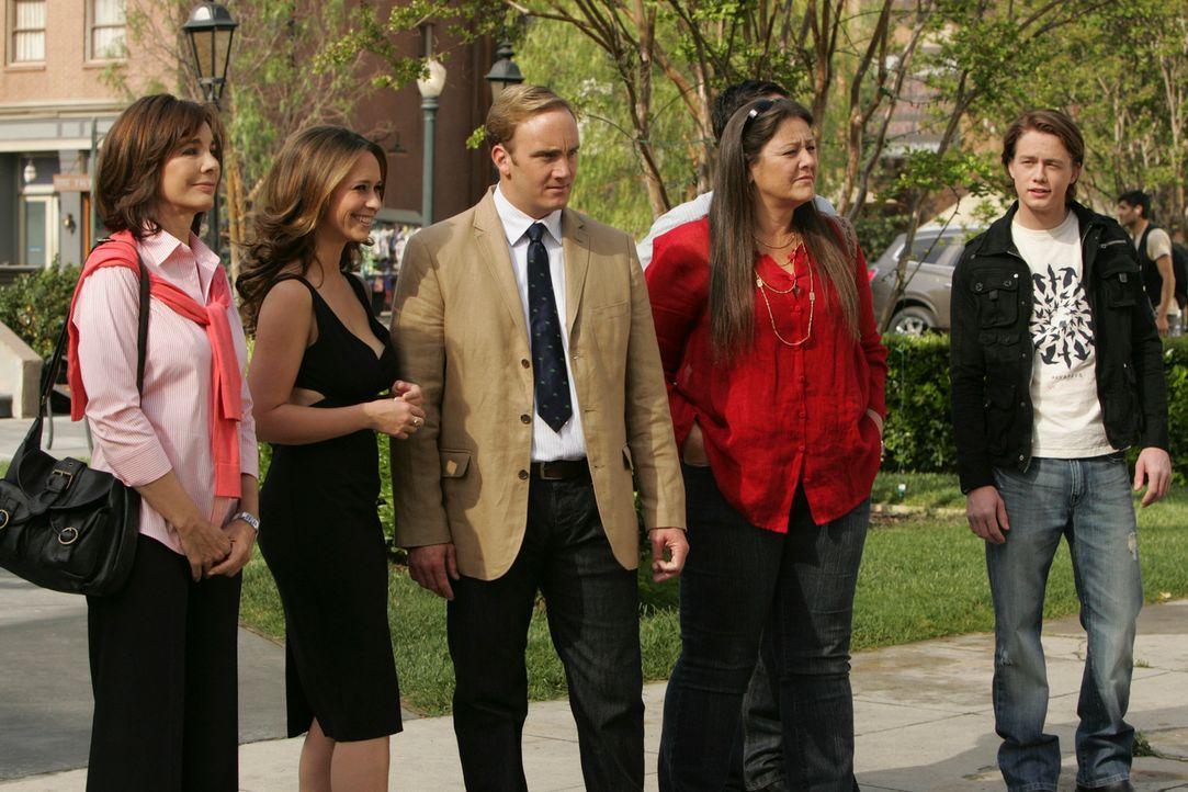Prof. Rick Payne (Jay Mohr, 3.v.l.) macht eine interessante Feststellung: Sie sind sechs Personen, jedoch kann er nur fünf Schatten sehen. Beth (Ann... - Bildquelle: ABC Studios