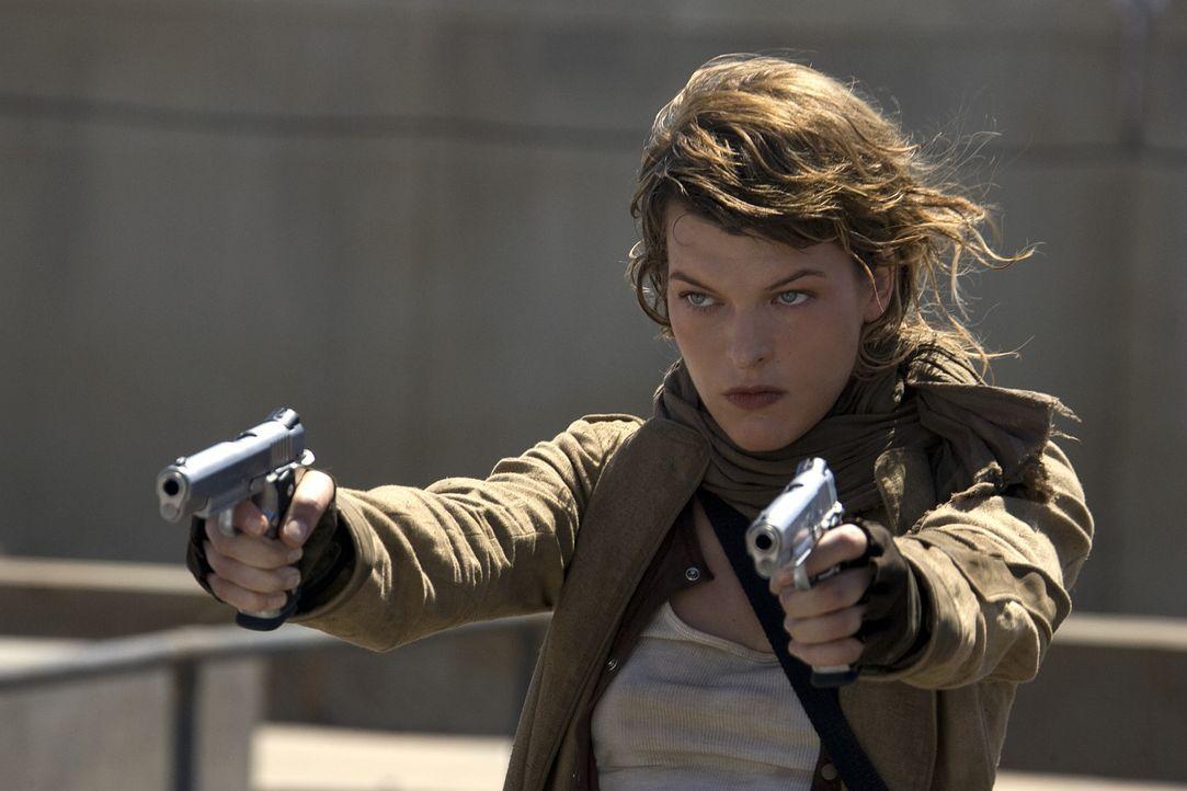 Die Umbrella Corporation ist Alice (Milla Jovovich) dicht auf den Fersen. Sie weiß allerdings, sich erfolgreich zu verteidigen ... - Bildquelle: Constantin Film