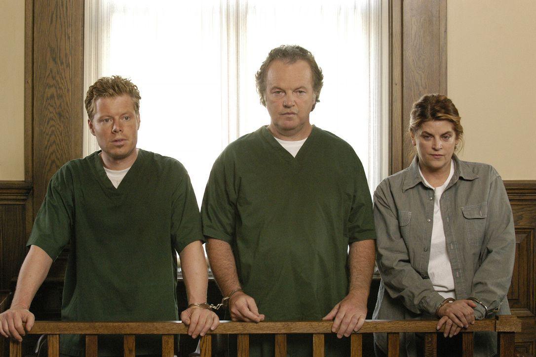 Joey (David Richmond-Peck, l.) und seine Eltern (Kirstie Alley, r. und Kevin McNulty, M.) verdienen ihren Lebensunterhalt ausschließlich mit Betrü... - Bildquelle: 2004 Sony Pictures Television Inc. All Rights Reserved.