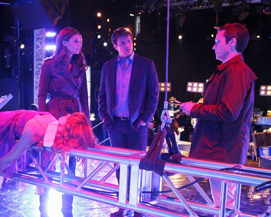 Die Teilnehmerin eines Schönheitswettbewerbes Amber Middleberry (Stephanie Lynn, l.) wird ermordet aufgefunden. Kevin Ryan (Seamus Dever, r.), Richa... - Bildquelle: ABC Studios