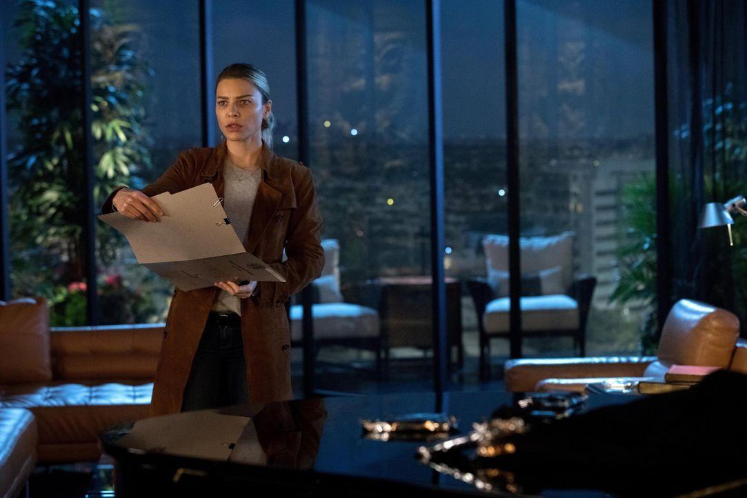 Als Chloe (Lauren German) bemerkt, wie viel Zeit Lucifer und Ella zusammen verbringen, wird sie misstrauisch und will der Ursache für die plötzliche... - Bildquelle: 2016 Warner Brothers