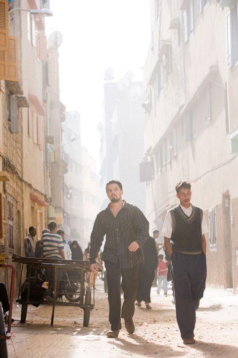 Erst viel zu spät geht dem jungen CIA-Agenten Roger Ferris (Leonardo DiCaprio, l.) auf, dass Vertrauen ein Luxus ist, den man sich nur selten leiste... - Bildquelle: Warner Brothers