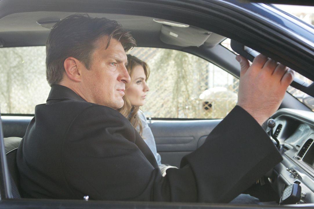 Ein skrupelloser Killer hält Beckett (Stana Katic, r.) und Castle (Nathan Fillion, l.) auf Trab ... - Bildquelle: 2012 American Broadcasting Companies, Inc. All rights reserved.