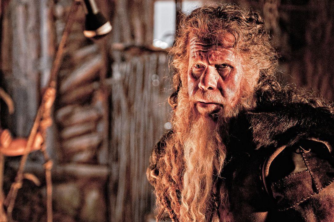 Um das Leben seines jungen Sohnes Conan zu retten, opfert sich Corin (Ron Perlman) und wird vor dessen Augen mit flüssigem Metall übergossen. Jahre... - Bildquelle: Nu Image Films