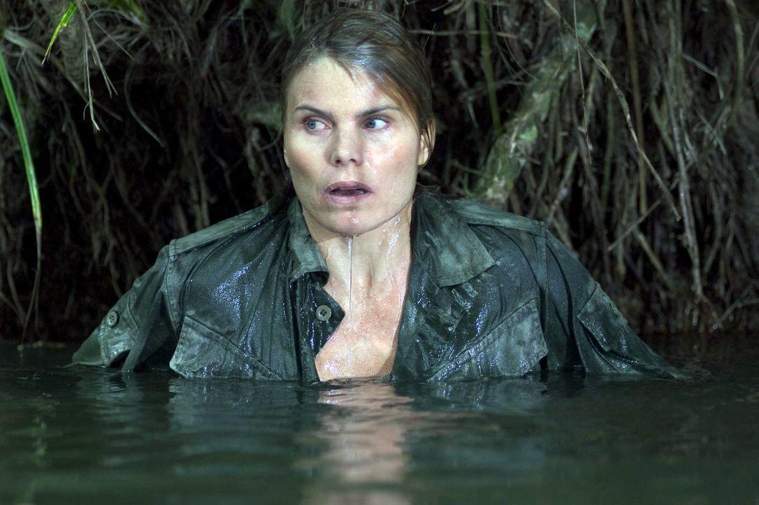 Nur Lynn Delaney (Mariel Hemingway) kann den Rebellen entkommen. Ganz auf sich allein gestellt nimmt die kriegserprobte Agentin den Kampf um das Leb... - Bildquelle: Regent Entertainment