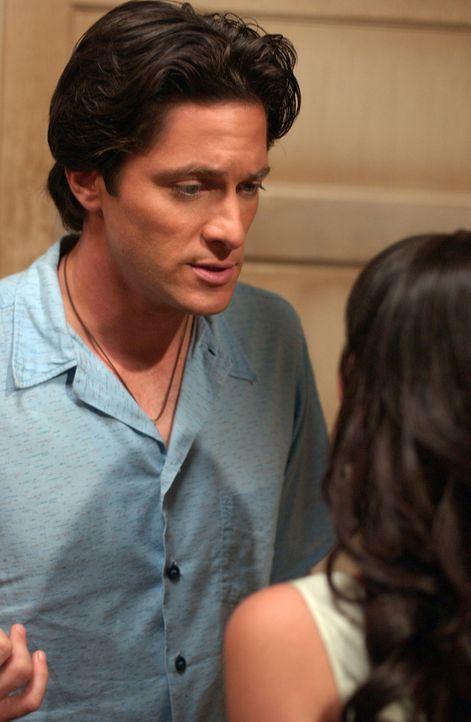 Jim (David Conrad, l.) erzählt Melinda (Jennifer Love Hewitt, r.), dass seine Mutter zu Besuch kommen wird und er es für besser hält, ihr nichts von... - Bildquelle: ABC Studios
