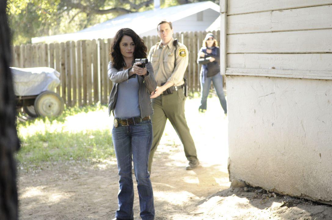 Hat sie den Mörder im Visier? Teresa (Robin Tunney) ... - Bildquelle: Warner Bros. Television