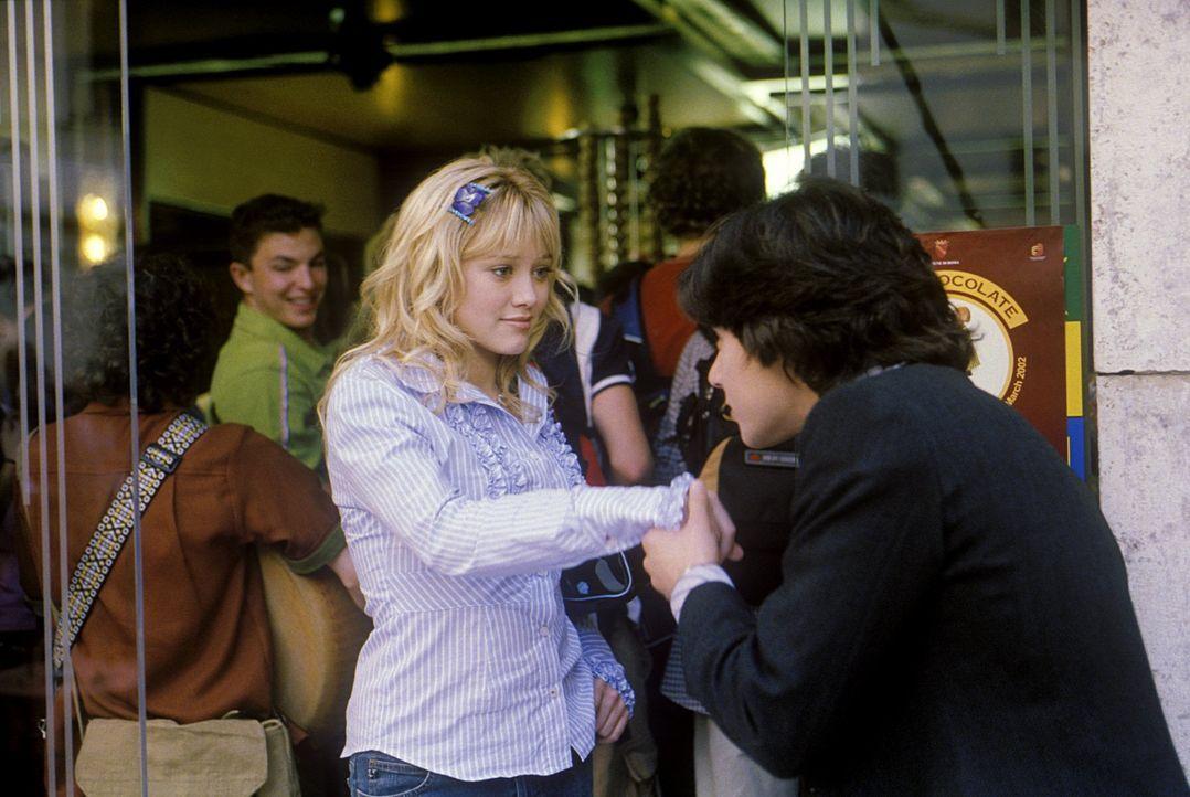 """Die 15-jährige Lizzie (Hilary Duff, l.) und ihr bester Freund Gordo freuen sich auf gemeinsame """"la dolce vita""""-Tage in Rom. Doch kaum angekommen, w... - Bildquelle: Rob McEwan, Philippe Antonello Buena Vista Distribution"""
