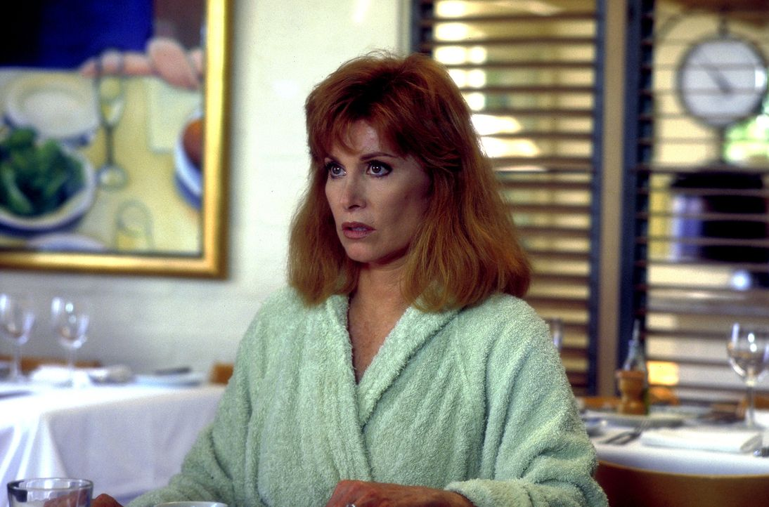 Jennifer (Stefanie Powers) ist zutiefst entsetzt, als sie erfährt, dass ihr Jugendfreund Elliott Manning tot aufgefunden wurde ... - Bildquelle: Columbia Pictures