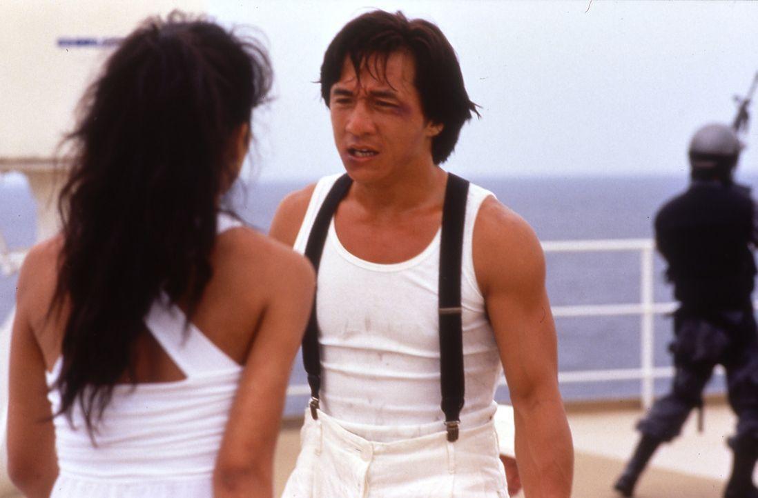 Kaori (Joey Wang, l.) hat mit ihrem Chef Ryô Saeba (Jackie Chan, r.) ein Hühnchen zu rupfen ... - Bildquelle: 20th Century Fox Home Entertainment