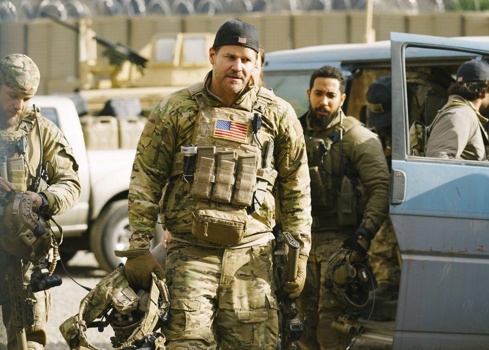 Jason (David Boreanaz) begibt sich auf die gefährliche Suche nach einem Terroristen, der stehts einen Bombengürtel trägt ... - Bildquelle: Aaron Epstein CBS © 2018 CBS Broadcasting Inc. All Rights Reserved. / Aaron Epstein