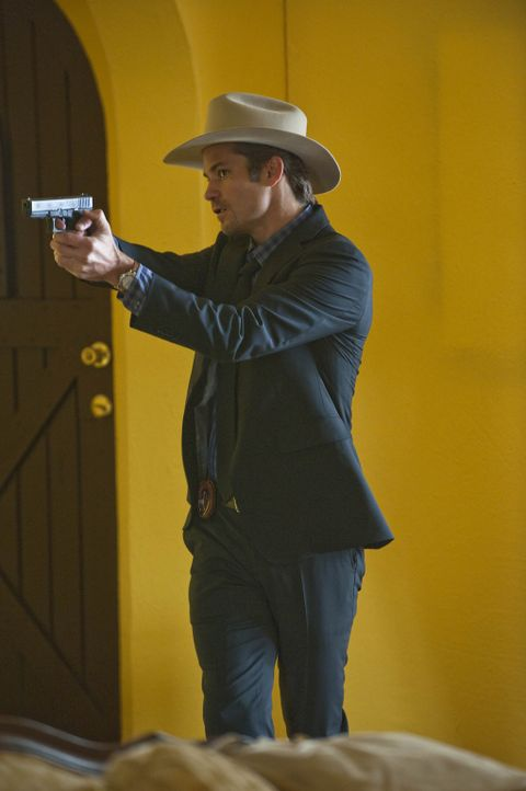 Bisher hat noch keiner seine Waffe schneller gezogen als Raylan Givens (Timothy Olyphant) ... - Bildquelle: 2010 Sony Pictures Television Inc. and Bluebush Productions, LLC. All Rights Reserved.