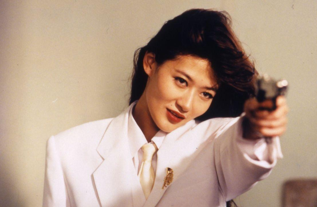 Auf einer Party lernt Top-Agent Ling Ling Chai eine mysteriöse Frau (Pauline Chan) kennen. Kann er ihr trauen? - Bildquelle: Splendid Film