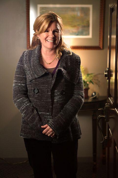 Celeste (Mare Winningham) brennt schon darauf, endlich die neue Freundin ihres Ex-Mannes kennenzulernen.
