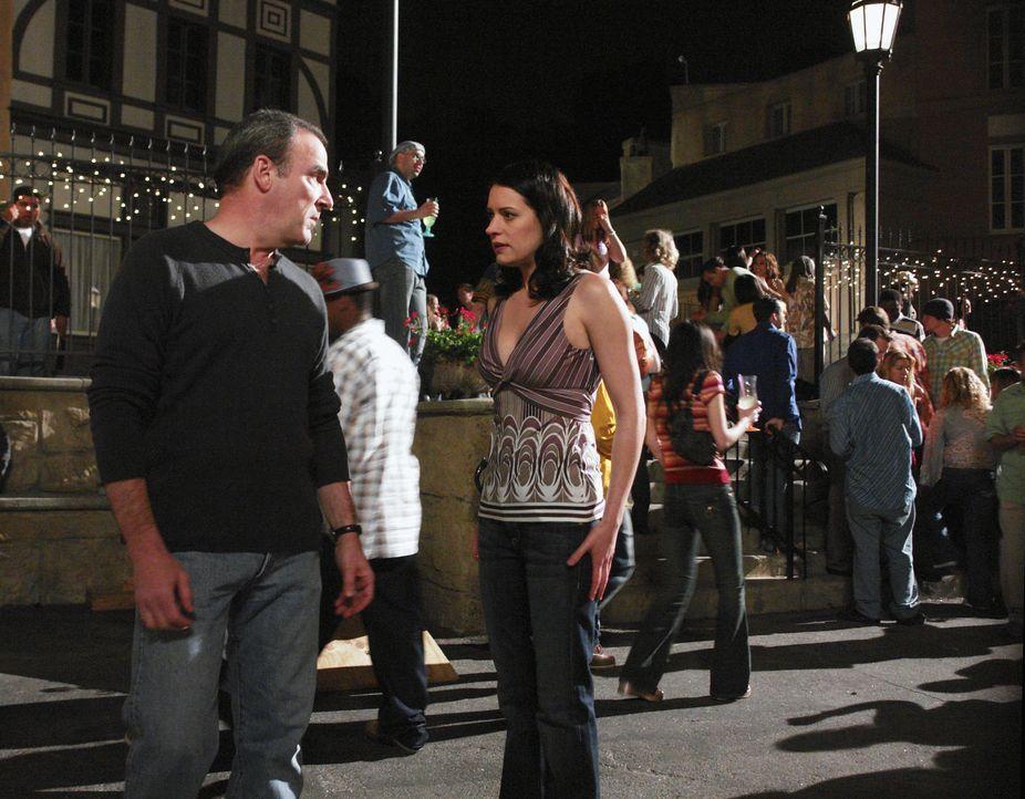 Jason Gideon (Mandy Patinkin, l.) und Emily Prentiss (Paget Brewster, r.) werden nach New Orleans gerufen, wo ein Serienmörder Jack the Ripper nach... - Bildquelle: Touchstone Television