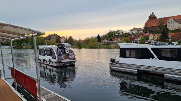 Abenteuer Leben - Abenteuer Leben - Donnerstag: Fahren Oder Schwimmen? - Der Wohnwagen-hausboot-hybrid Kann Beides