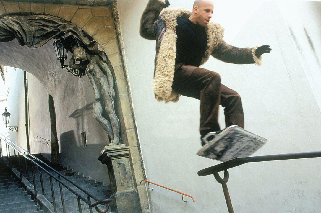 Xander (Vin Diesel) ist gezwungen, ganz schön tief in seiner Stunt-Trickkiste zu graben ... - Bildquelle: 2003 Sony Pictures Television International. All Rights Reserved.
